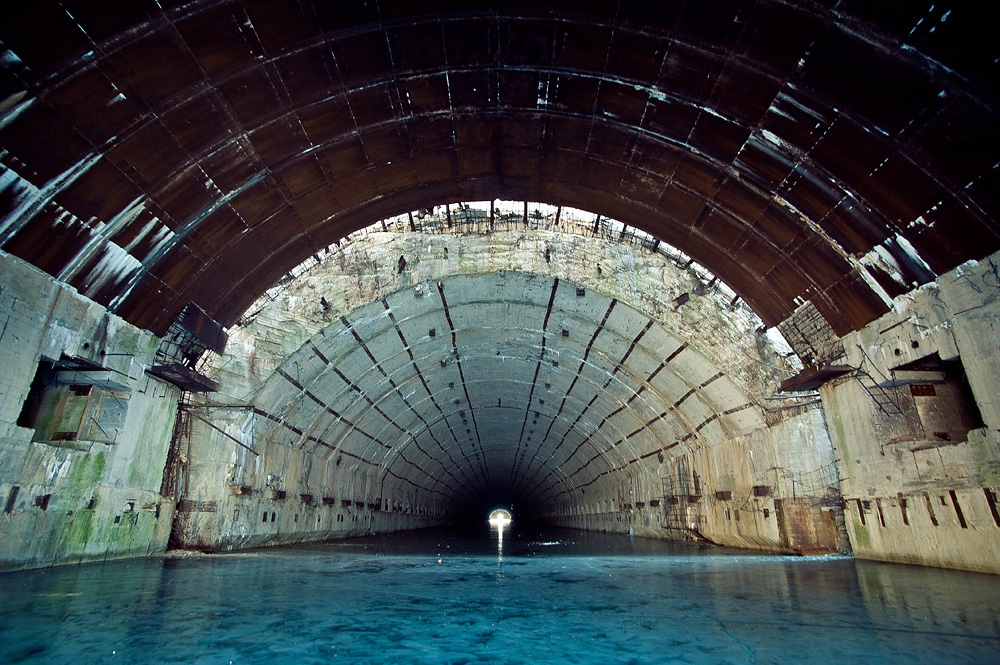 противоатомное убежище и завод по ремонту подводных лодок в видяево